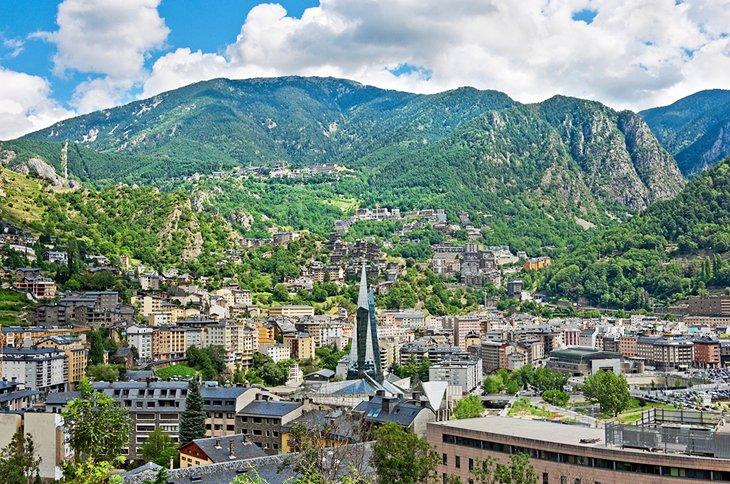 Başkent: Andorra la Vella